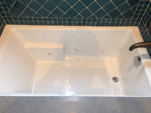 S bathtub